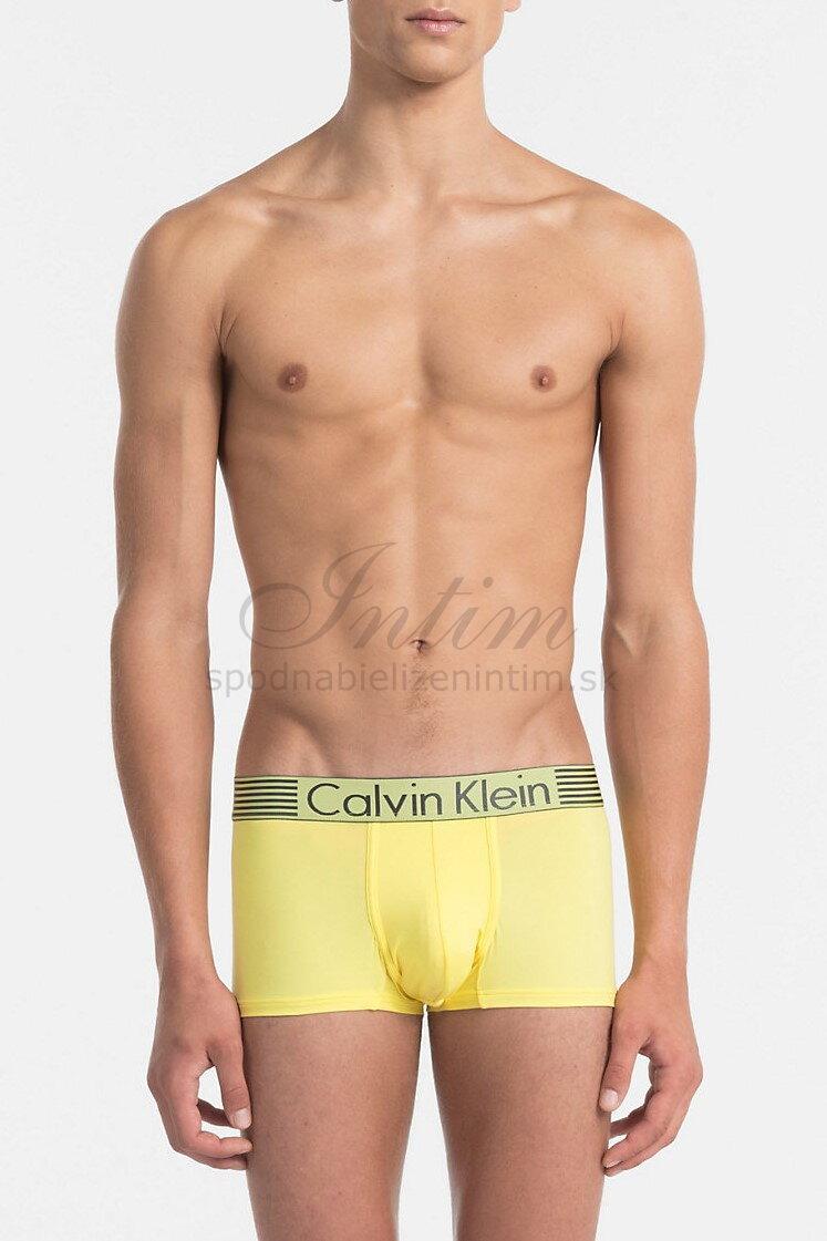 0519c55da Calvin Klein pánske boxerky NB1021A žltá 4AD